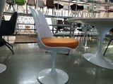 Tulip chair oranje kussen