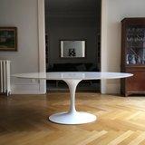 Ovale Saarinen Tulip tafel, 199x121 cm._
