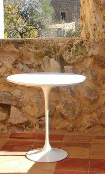 Tulip side table:  Bijzettafel van Saarinen Wit