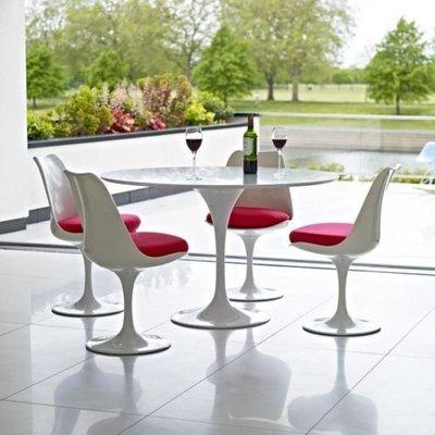 Aanbieding: ronde  Tulip tafel met 4 stoelen
