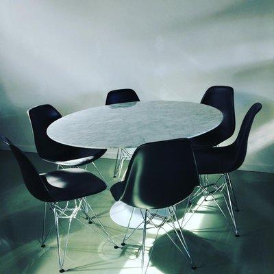 Ronde Tulip tafel van Saarinen, Carrara marmeren blad 120cm