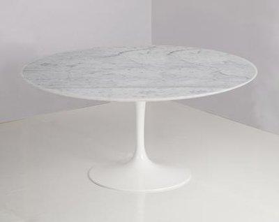 Ronde Saarinen Tulip tafel 127cm Carrara marmeren blad