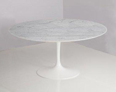 Kleine ronde marmeren tafel