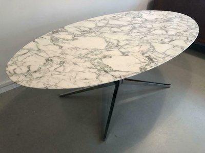 Arabescato Statuario marmeren tafel met chromen poot